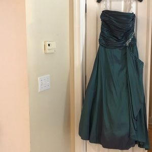 Beautiful Labella Fashion evening gown wore once